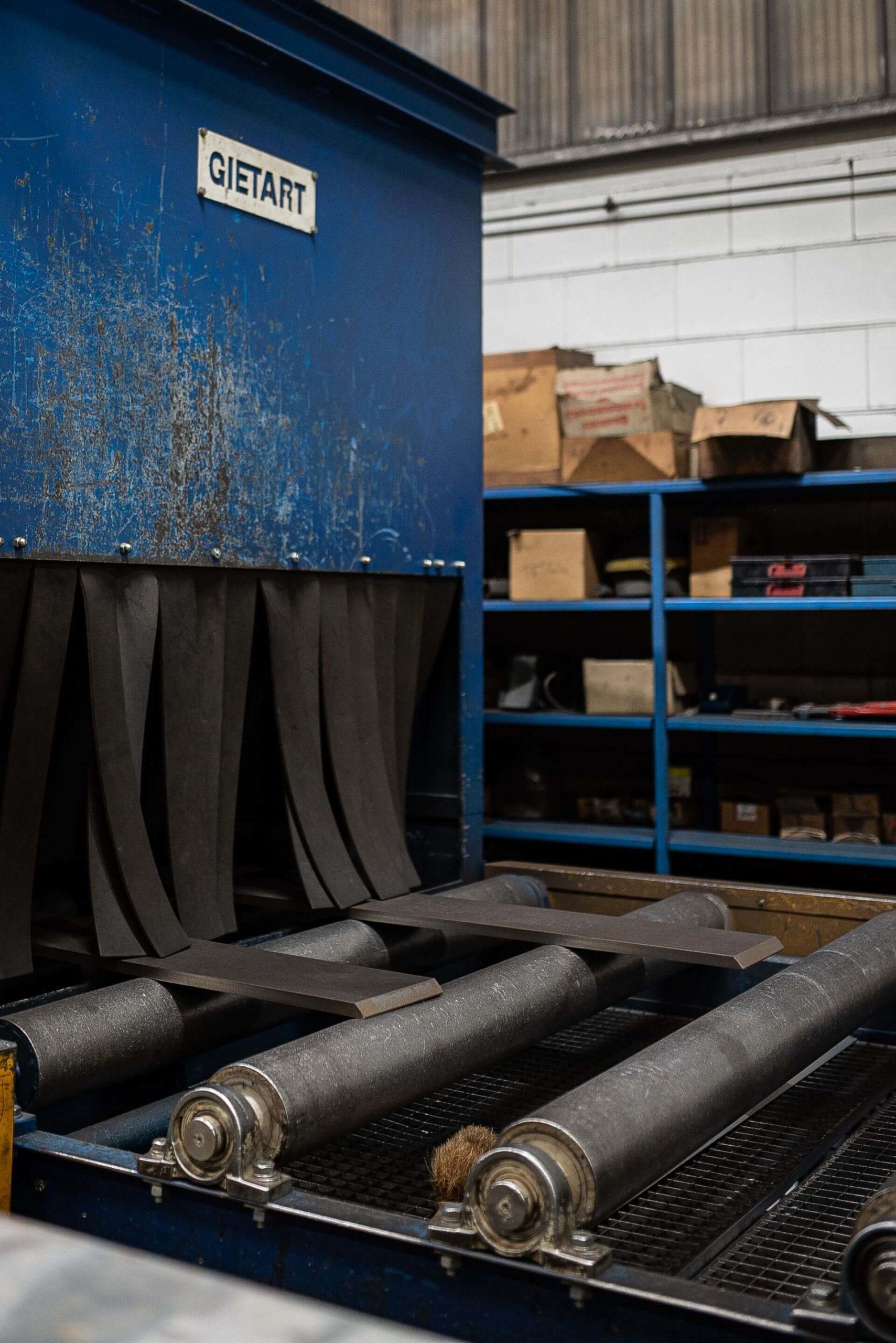 Maschine für das Strahlen von Stahl